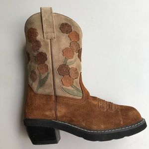 Ariat doll baby suede 8